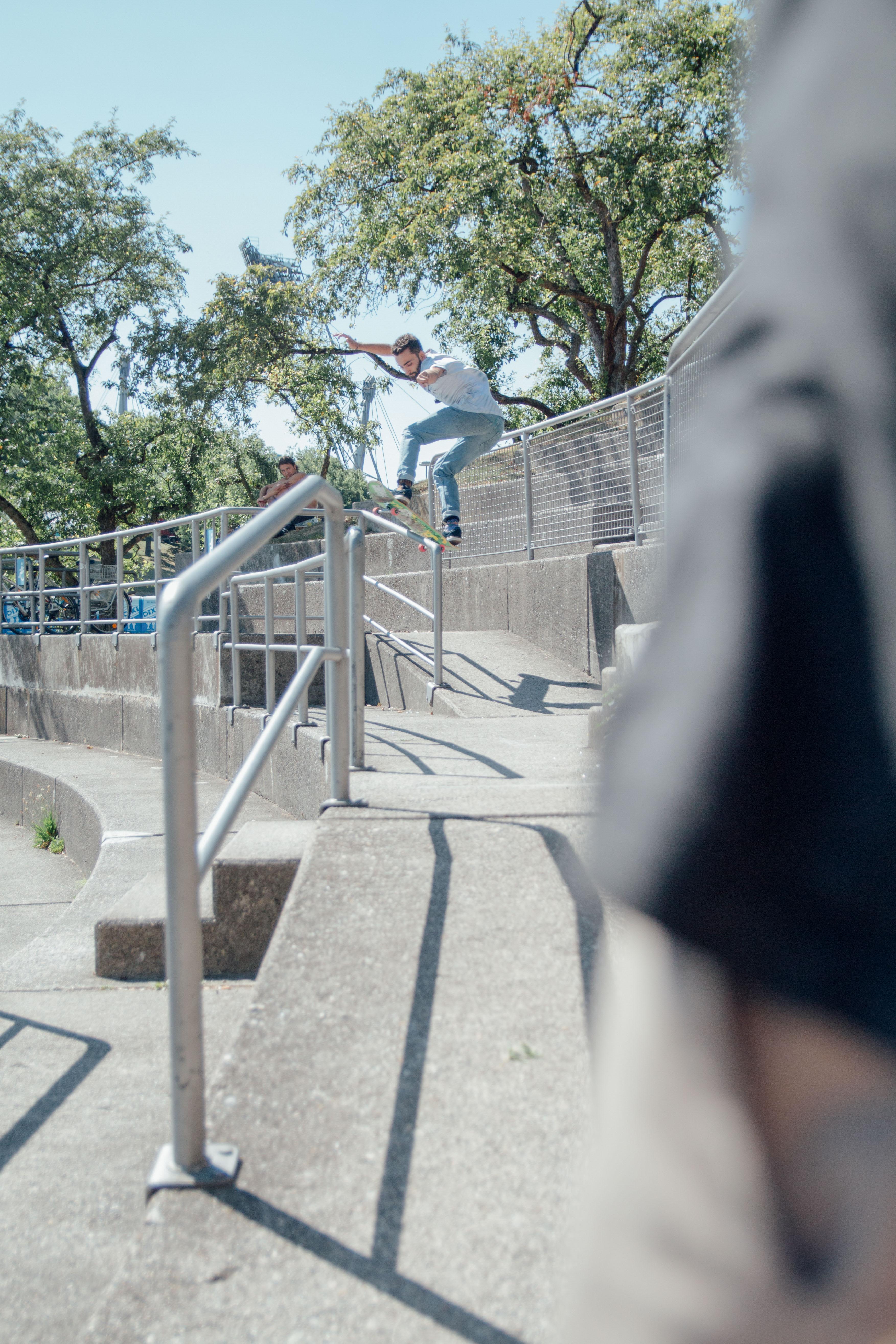 Skate Trick Frontside Boardslide