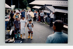 棚田体験ツアー稲刈り2003b