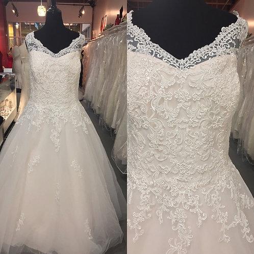 Michelle's Bridal size 28