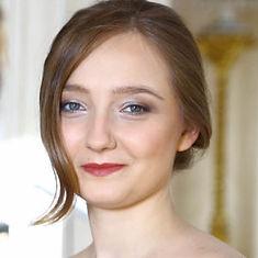 Alexandra-Swigut-staand-zwartkant--300x3