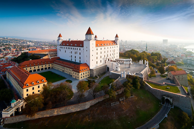 Замъкът-на-Братислава.jpg