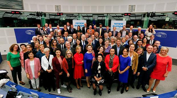 Renew EU Family Photo (1).JPG