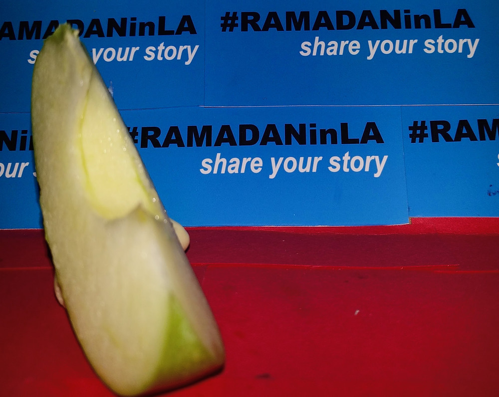 A slice of green apple walks the red carpet at last night's guerRiLA Fruit Fashion iftar: hors-d'œuvre.