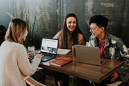 3 women in team meeting laughing