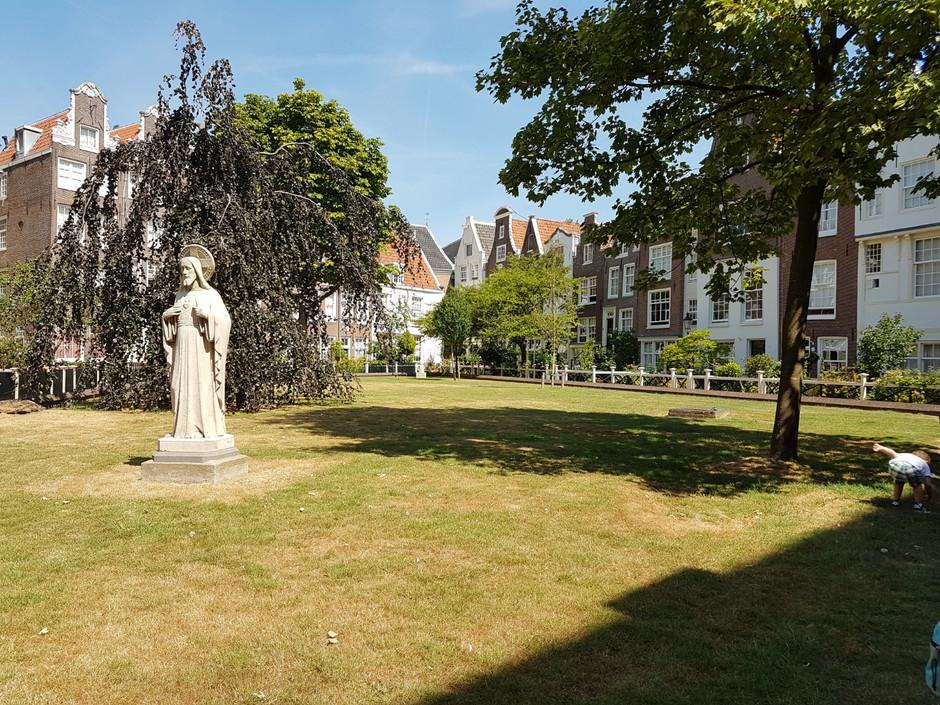 Begijnhof - o jardim das Beguinas de Amsterdam