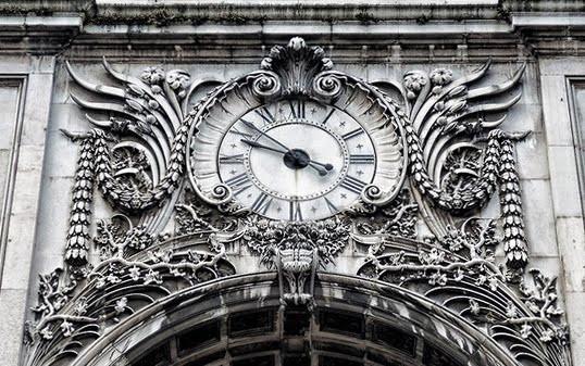 O fuso horário em Portugal.  Que horas são em Portugal?