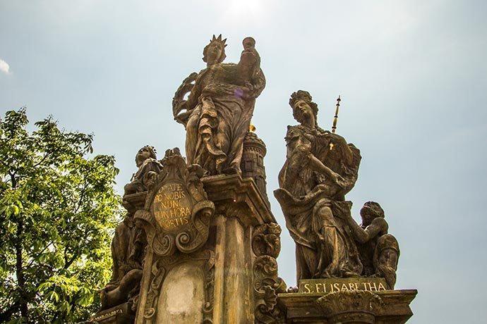 Santa Bárbara, Santa Margarida e Santa Isabel - Praga - Ponte Carlos