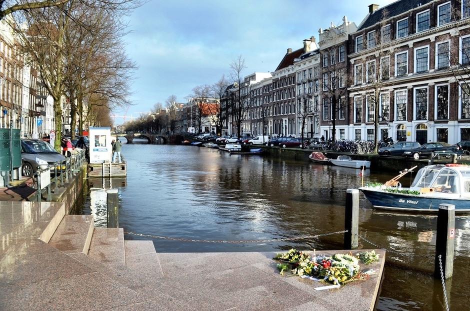 Homomonument - o memorial da perseguição gay em Amsterdam