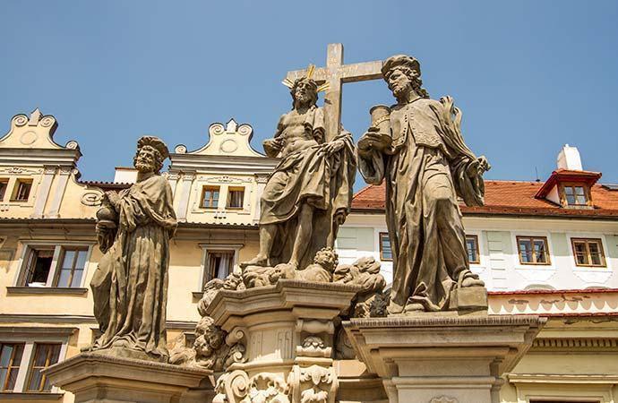 Krista Salvátora se sv. Kosmou a Damiánem - Ponte Carlos - Praga - República Tcheca