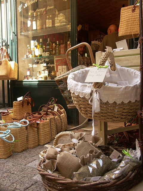 Picturesque market in Uzes