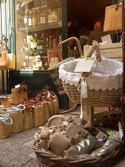 Picturesque market in Uzes