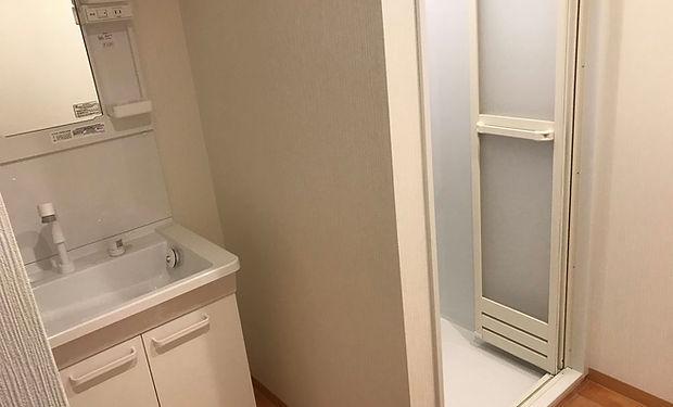リアクション2_更衣室トイレ中 .jpg