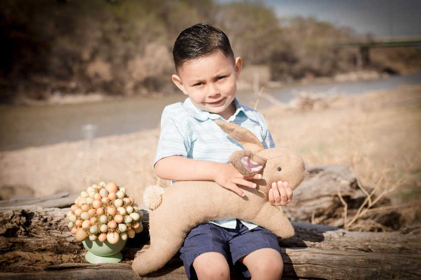 Easter mini session photography in Grand Junction, Colorado with children and family