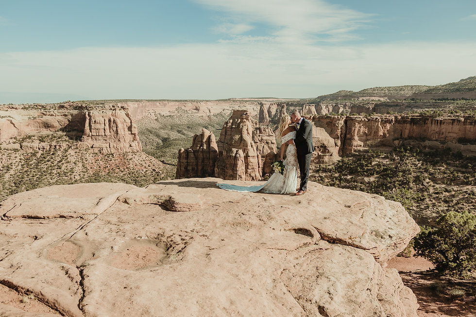 Colorado National Monument small wedding