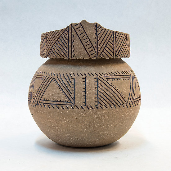 (84:26) Round Pot with Geometric Design