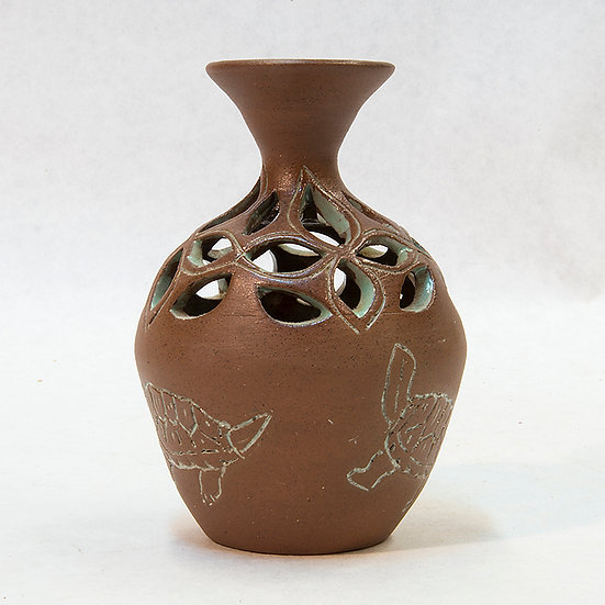 Pot with Delicate Cutouts & Turtles Design (06:10)
