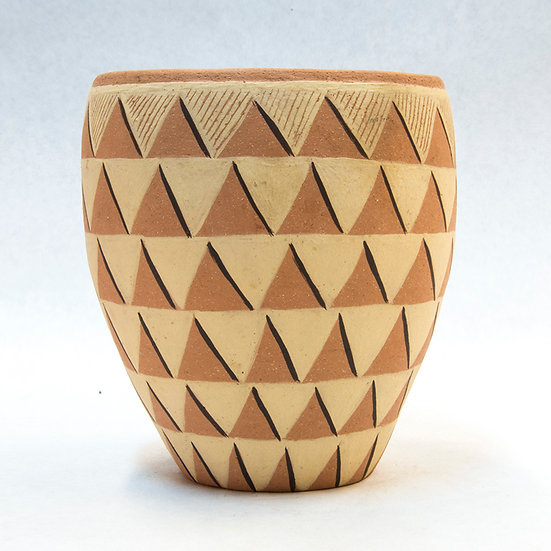 Pot with Triangle Design (96:46)