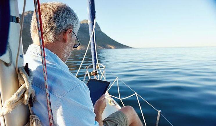001 - active sailing silver-sailing-705x