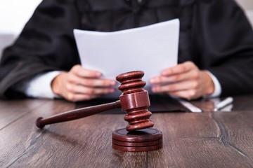 О применении судами законодательства при рассмотрении дел, связанных с установлением происхождения детей