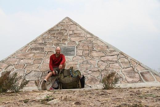 Pyramide-annonçant-la_-source.jpg