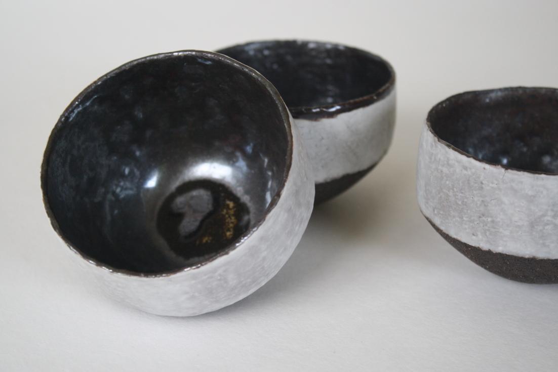Bols grès noir et porcelaine