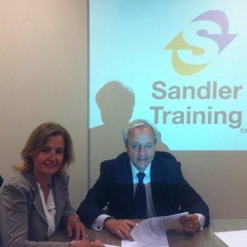 Signatura conveni amb MH Sales Training & Coaching