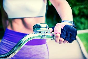 Beleza na bicicleta: como cuidar das mãos