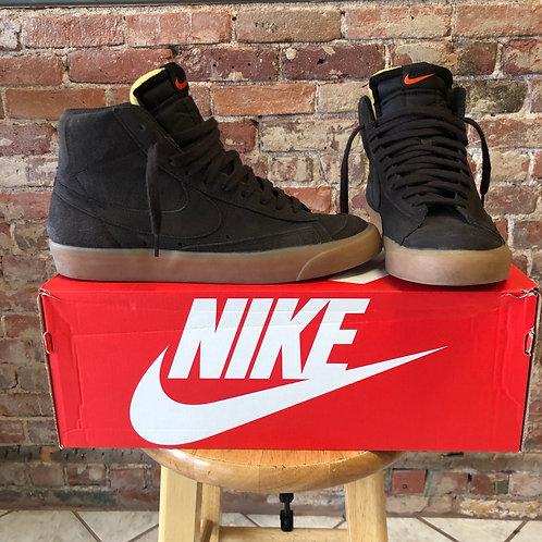 Nike (M 9.5)