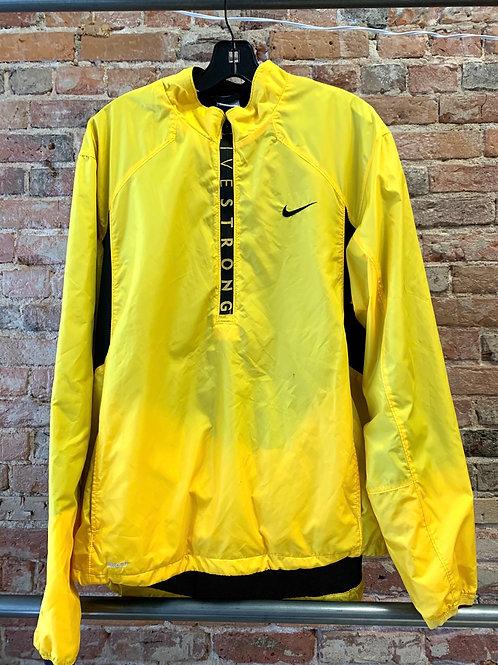 Nike (L)