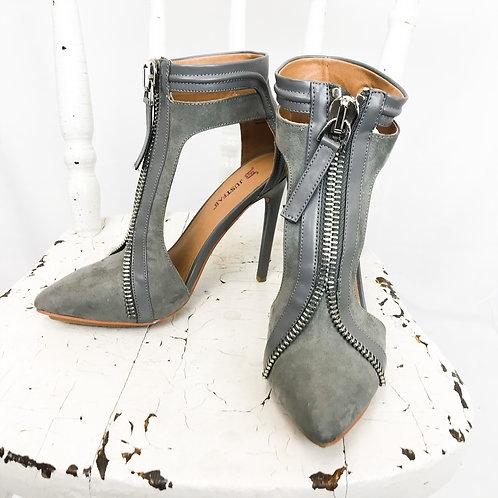 Grey Heel