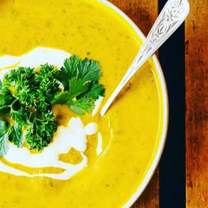 Fyldig gulrot suppe med linser og urter