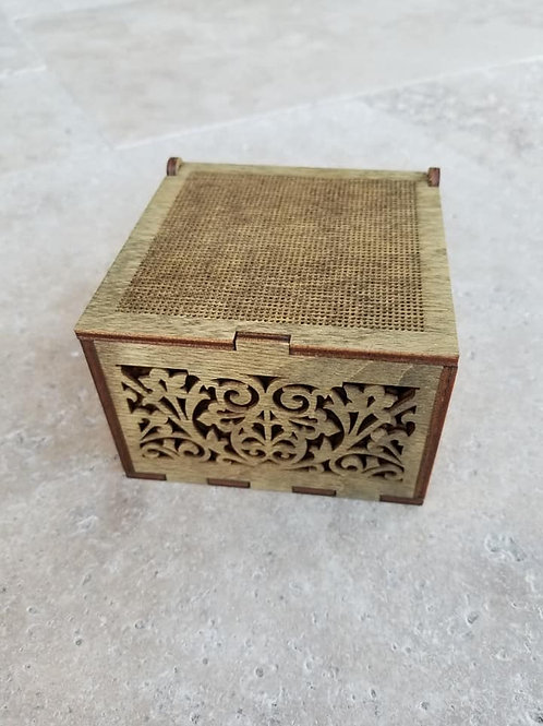 Box with lid for embroidery - Primitive & Wood