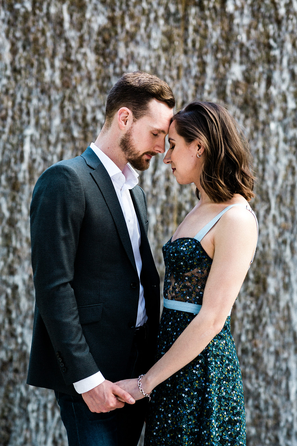 engagement shoot outfit ideas what to wear