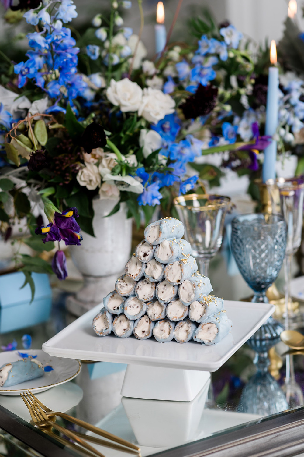 luxury toronto wedding inspiration blue dusted cannoli wedding desserts
