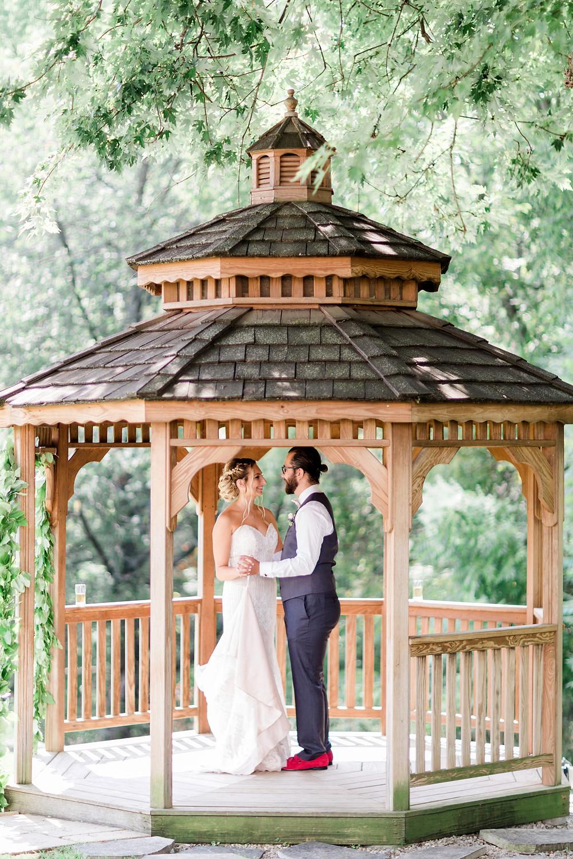 the doctors house kleinburg outdoor photoshoot bride and groom