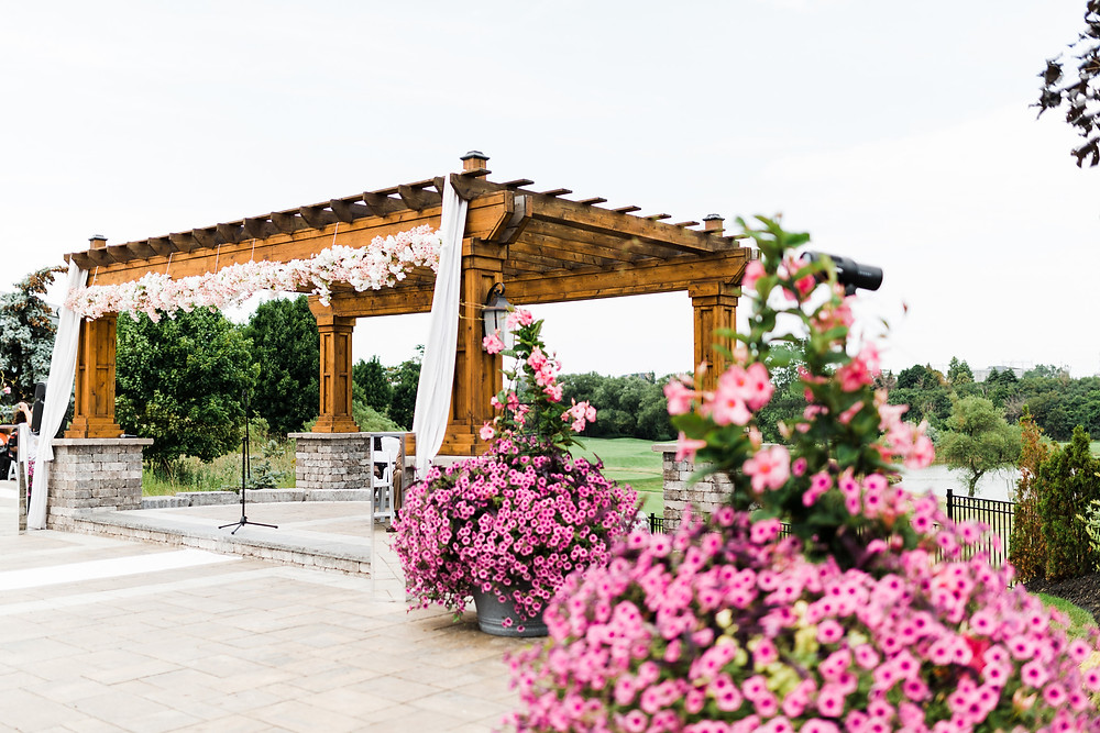 vue and clubhouse toronto wedding outdoor ceremony