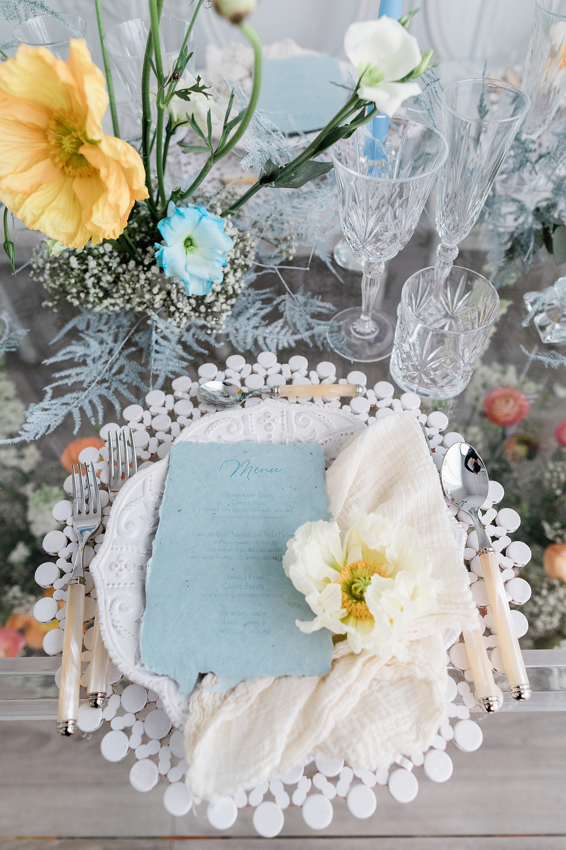wedding table setting ideas spring flowers