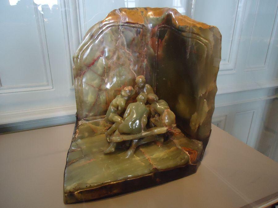 As Fofoqueiras, obra de Camille Claudel. Fonte: http://miltonribeiro.sul21.com.br/2015/02/25/paris-25-de-fevereiro-de-2014-museu-rodin-ii-parte-interna-e-primeira-ida-a-shakespeare-company/