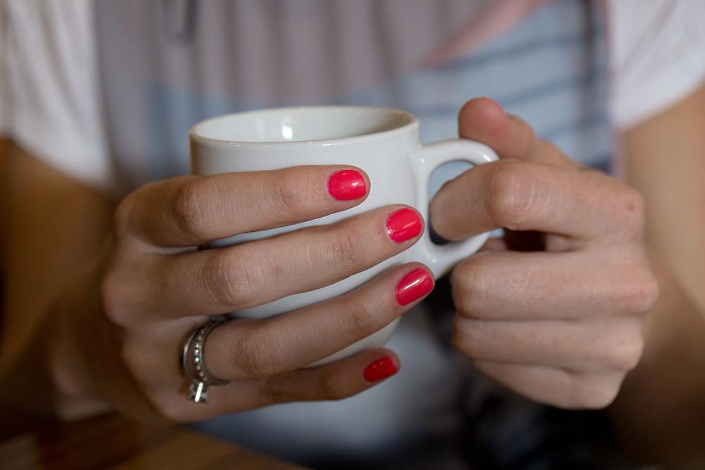 Taza de café en las manos