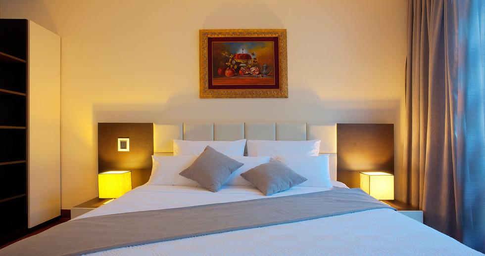 301 master bedroom.jpg