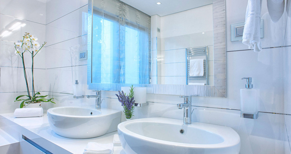 401 master bathroom.jpg