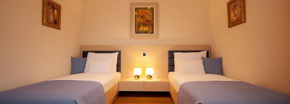 301 bedroom.jpg