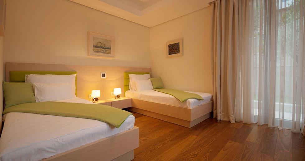 201 bedroom.jpg