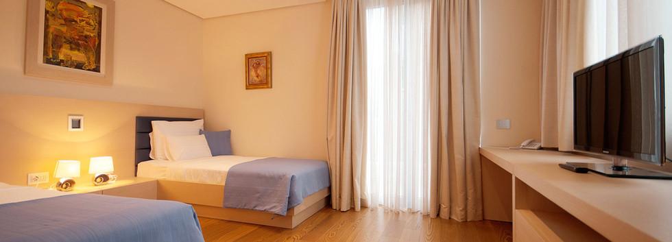 301 bedroom 2.jpg