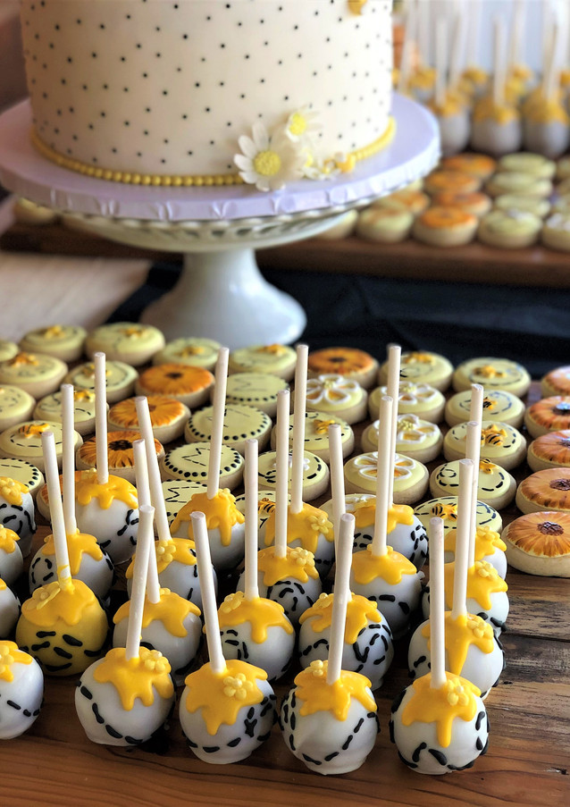 Bee Themed Cake Pops.KCB