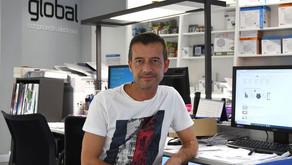 Un empresario de A Coruña ante el desabastecimiento: «Espero un pedido para dentro de un año»