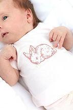 tee-shirt-rose-pale-lapin-imprime-fleuri