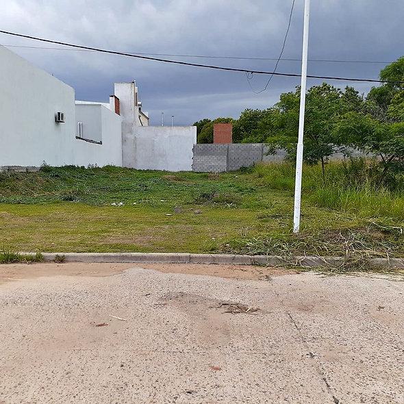 En Venta- Terreno en Barrio Los Alamos   U$D32.000