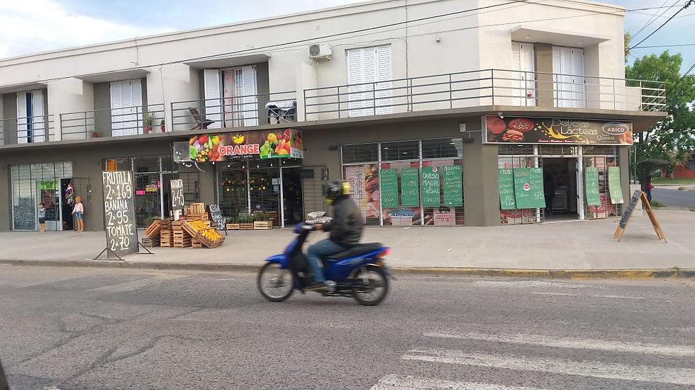 En Venta! Locales Comerciales - Calle Churruarín   U$D200.000