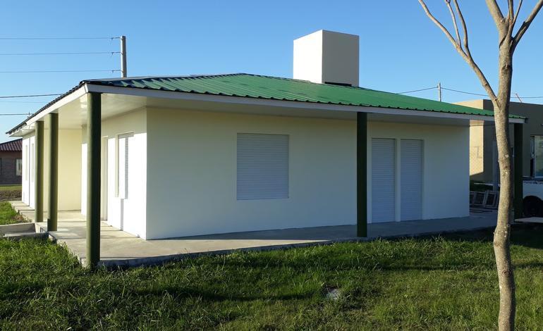 Casa 3 dormitorios y patio   U$D65.000